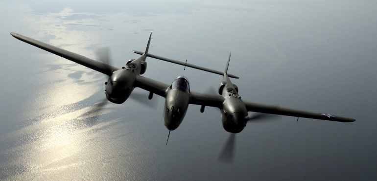 P-38_Lightning_in_flight
